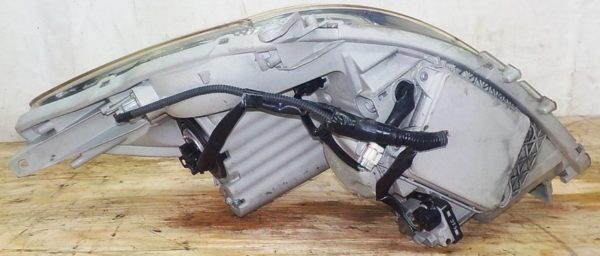 Ноускат Toyota Isis xenon (041811) 14