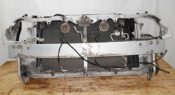 Ноускат Toyota Wish (1 model) (Е061930) без бампера и R фары 1